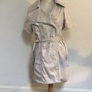 Fully lined including 2 side pockets with belt!